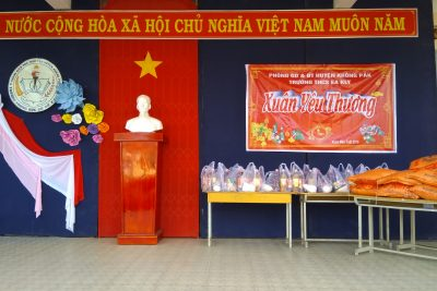 Xuân yêu thương, chương trình tặng quà Tết cho học sinh nghèo của Trường THCS Êakly